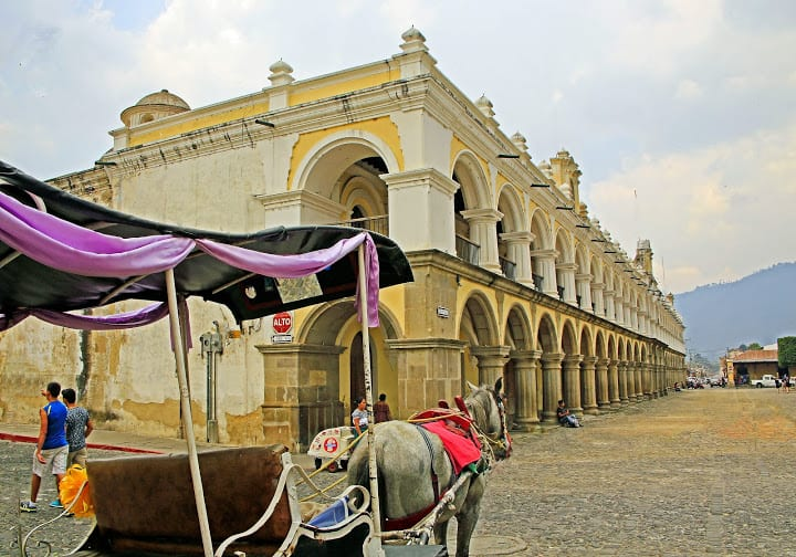 Carriage-on-central-park-Antigua-Guatemala