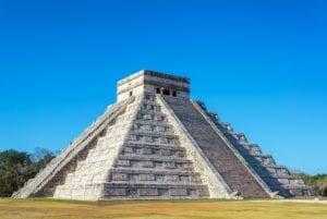 The Castle, Mayan Pyramid. Chichen Itza, Mexico. Mayan Tours
