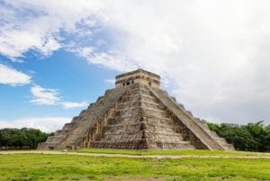The temple of Kukulcan in the Mayan City of Chichen Itza. Mayan Tour Package.