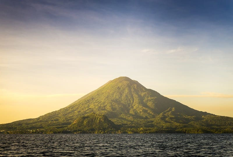 Volcano Toliman, Lake Atitlan. Guatemala boat tours.