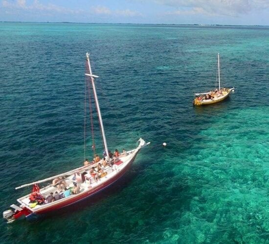 Sailing and snorkeling tour in the barrier reef. Overnight sailing in Belize